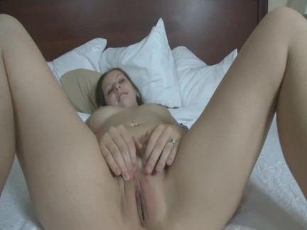 Novinha se masturbando no carro