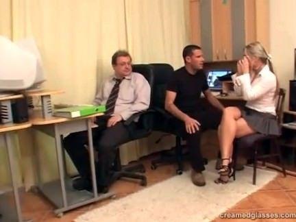 Orgia no escritorio com vagaba