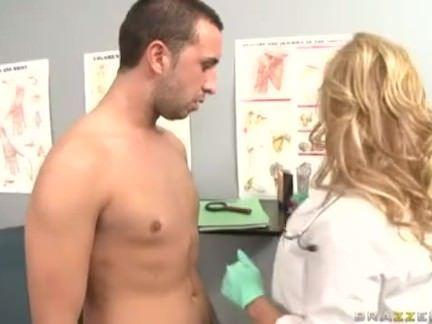Pegando a doutora vagaba e peituda