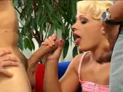Peituda boa de sexo grupal