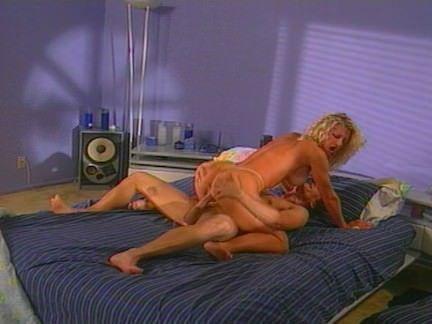 Peituda safada no sexo oral