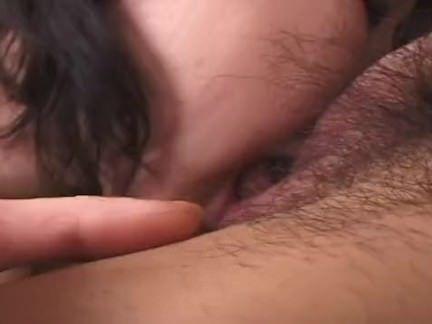 Puta assanhada chupando a pica do amante