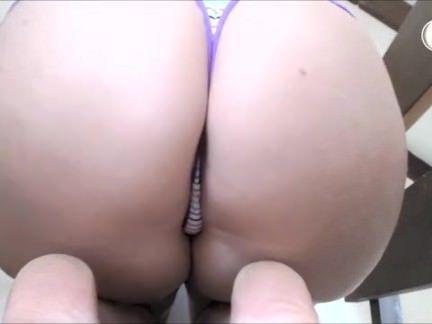 Puta cai na net mostrando o bumbum
