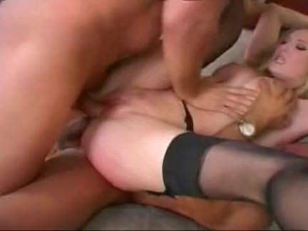 Puta esfregando a xereca no banco