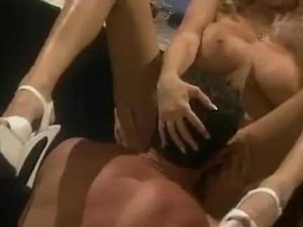 Puta esfregando a xota