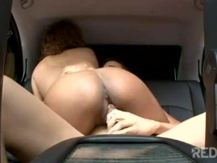 Puta negra dá no carro