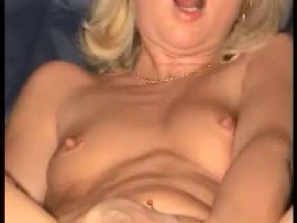 Puta sentando no cacete