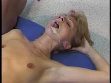 Puta trepando gostoso na pica dura