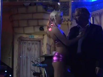 Putas fazendo sexo com o tiozao