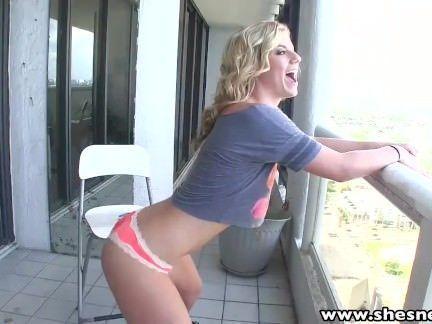 Rapariga dando a bunda