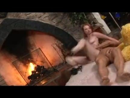 Ruiva safada faz sexo anal