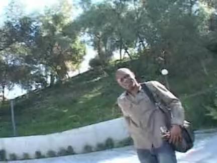 Safada chupando a rola do turista