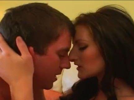 Safada chupando a rola gostosa porno