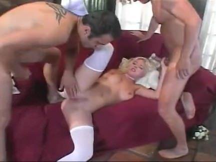 Safada esquentando a xota da morena