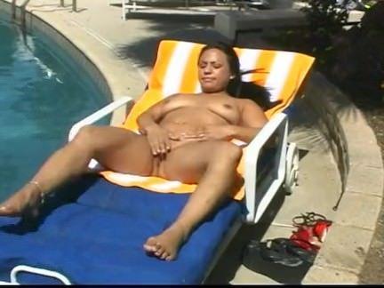 Safada se masturbando