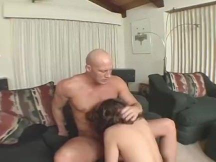Secretária chupando a pica do parceiro