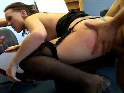 Secretária transando no escritório