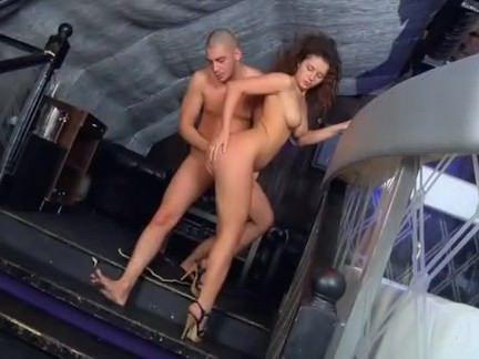 Sexo anal com morena na boate