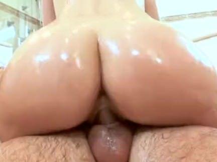 Sexo com a esposa e a amiga dela