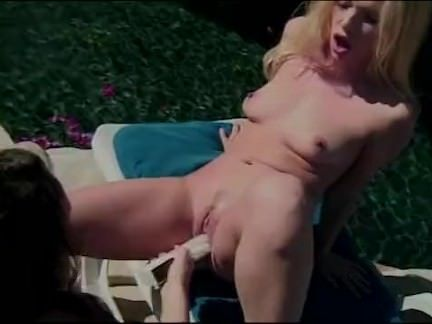 Sexo entre lésbicas amigas