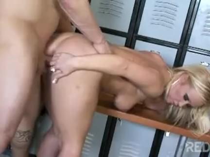 Sexo gostoso no vestiário