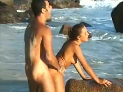 Sexo na praia com putinha