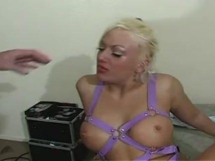 Telefonista esfregando a xota