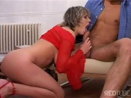 Vagabunda chupando a benga gostosa porno