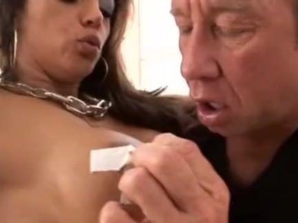Vagabunda metendo o dedo na xereca